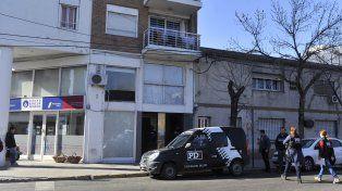 Allanamiento. Soza Bernard fue buscado en su domicilio de Vera Mujica al 700