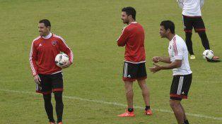 La experiencia. Maxi Rodríguez, Scocco y Domínguez, tres castalepra que hoy estarán en el debut.