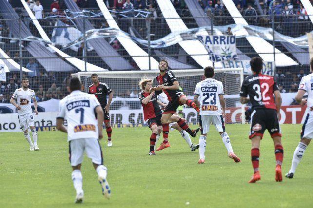 El minuto a minuto del rojinegro y el cervecero en el estadio Centenario