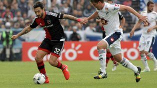 Newells, con uno menos, consiguió un gran triunfo ante Quilmes con un gol de Scocco