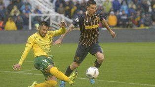 A todo o nada. Musto se exige al máximo, intentando una salida prolija contra la férrea marca de Andrés Ríos.