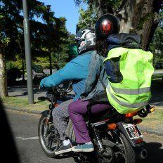 El municipio quiere que los cascos de los motociclistas lleven patente.