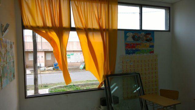 Los destrozos en la escuela de barrio Toba.