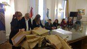 La apertura de sobres se realizó en el Palacio de los Leones.