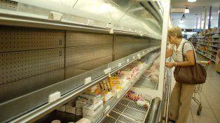 Almaceneros advierten que existe la chance de que se agudice el faltante de leche