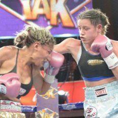 Derechazo.Daniela Bermúdez estuvo muy concentrada y sacó adelante una pelea difícil ante Juárez.