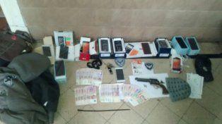 Los elementos robados que fueron incautados a los delincuentes.