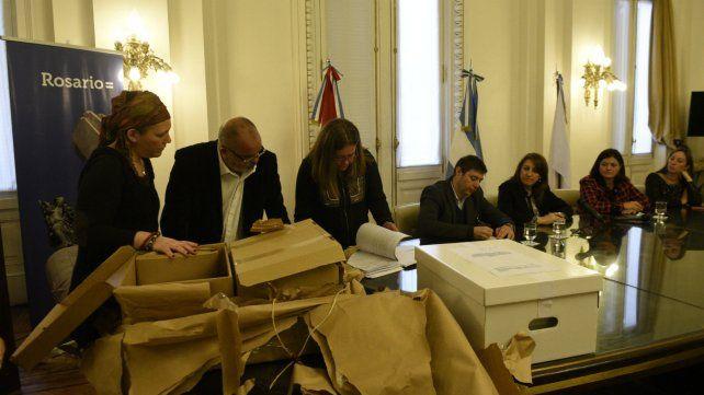 La intendenta presidió el acto de apertura de sobres con las ofertas para el servicio de transporte.