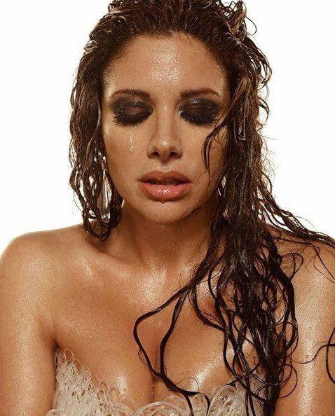 La sexóloga Alessandra Rampolla deslumbró con sus curvas en una campaña de ropa interior