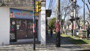 Esquina. Cristian y Lorena tienen una librería en Corrientes y avenida del Rosario.