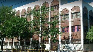 La escuela de Alberdi donde se produjo el accidente.