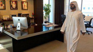 El vicepresidente y primer ministro de los Emiratos Arabes Unidos durante su recorrida el pasado domingo.