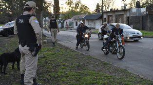 presencia. Efectivos de Prefectura controlaban ayer a los motociclistas en el barrio Saladillo.