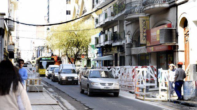 En obra. En calle Rioja se están ensanchando las veredas.