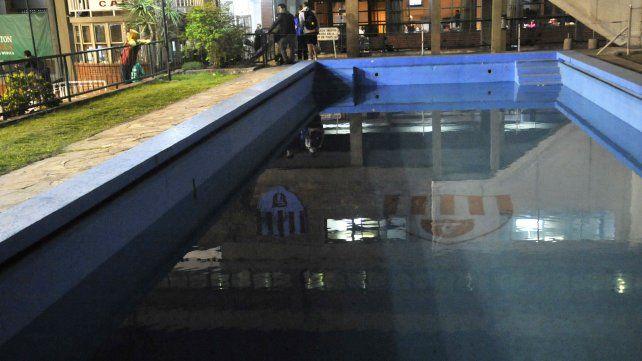 La piscina del club Fisherton. La entidad de zona oeste es una de las tantas afectadas por e tarifazo de luz.