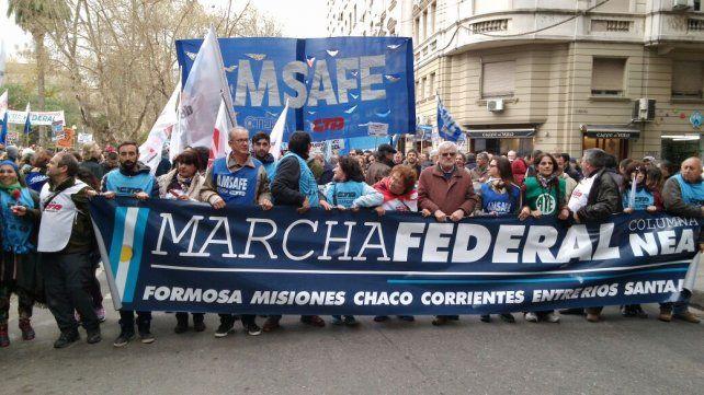 Así partía la marcha por Dorrego. Luego tomó San Luis hasta llegar a la plaza Montenegro.
