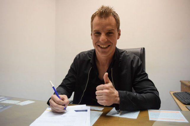 El exarquero de Independiente puso la firma y quedó a disposición del Chacho Coudet.