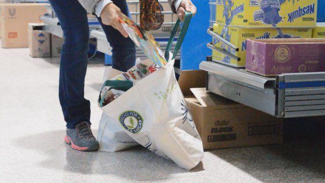 Las bolsas de tela se siguen vendiendo en las cajas a seis pesos