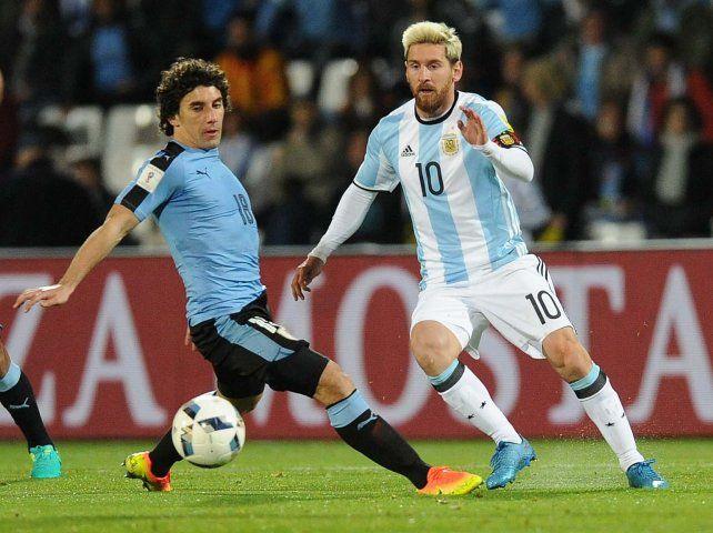 Messi marcó el tanto del triunfo argentino ante Uruguay en Mendoza.
