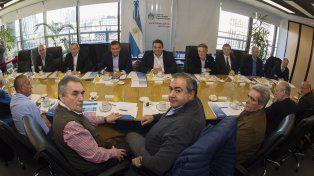 Larga mesa . Los ministros Triaca (Trabajo)