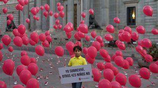 Concientización. Simbólica protesta de un nene sirio refugiado frente al Parlamento español.