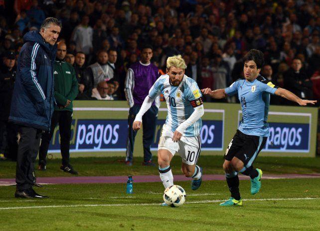Iluminado por el juego. Messi lució muy concentrado en el duelo ante Uruguay.
