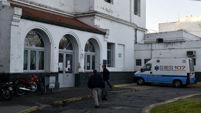 El policía y el delincuente heridos fueron atendidos en el Hospital Roque Sáenz Peña.