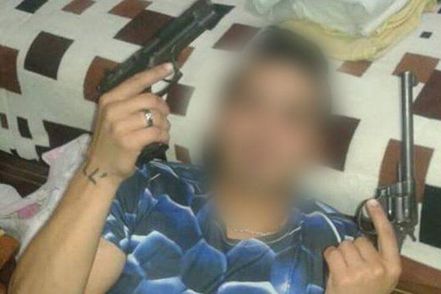 Una página de Facebook desnuda la falta de controles sobre la venta de armas en Rosario