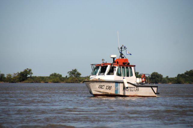 Prefectura realizaba intensos rastrillajes para dar con los dos desaparecidos en el riacho La Brava.