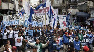 Movilizados. La marcha federal pasó por Rosario y llamó a un paro nacional.
