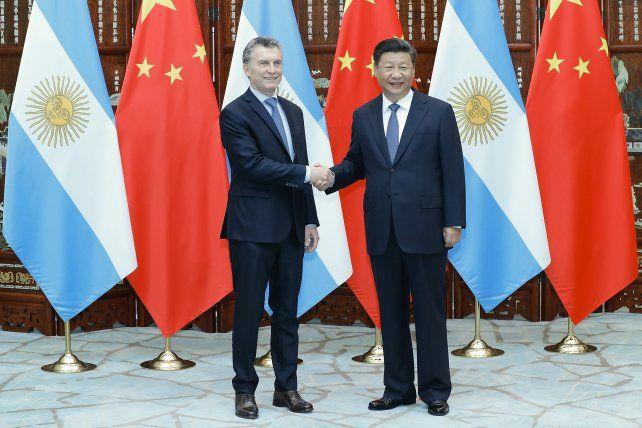 Mano a mano. El secretario general del PC chino le dio la bienvenida a Macri.