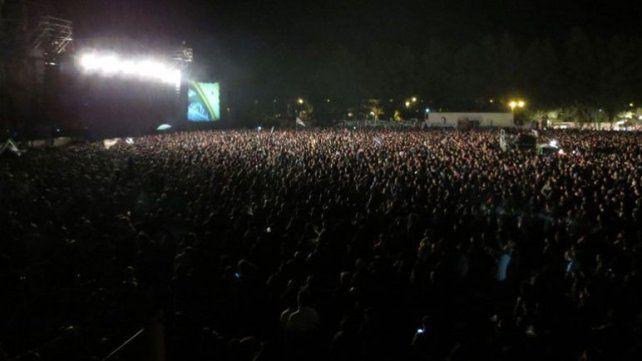La multitud acompañó a la emblemática banda en un show que marca un antes y un después en Casilda.