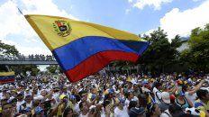 En las calles. Un millón de venezolanos se movilizó en Caracas, muchos venidos desde el interior del país.