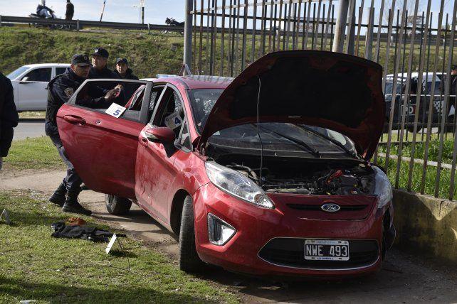 Chocado. El auto de los ladrones ya había sido visto en el barrio donde robaron.