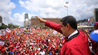 Oficialismo. El presidente venezolano Nicolás Maduro se dirige a la multidad en el acto realizado sobre la avenida Bolívar.