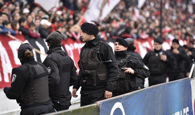 Coloso custodiado. El partido ante Sportivo mostrará una nueva foto: habrá policías en el sector que ocupa la barra brava.