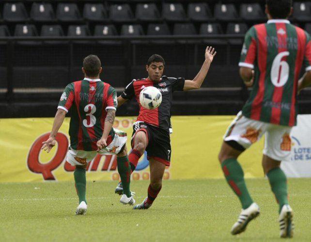 Newells quedó eliminado de la Copa Santa Fe tras perder con Sportivo Las Parejas por 1-0