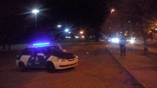 Efectivos policiales en Oroño y el río