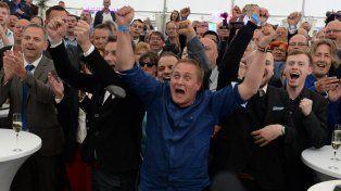euforia. Los militantes y dirigentes de AdF festejan su ascenso electoral en Schwerin. El partido se hizo fuerte a la par con la inmigración masiva.