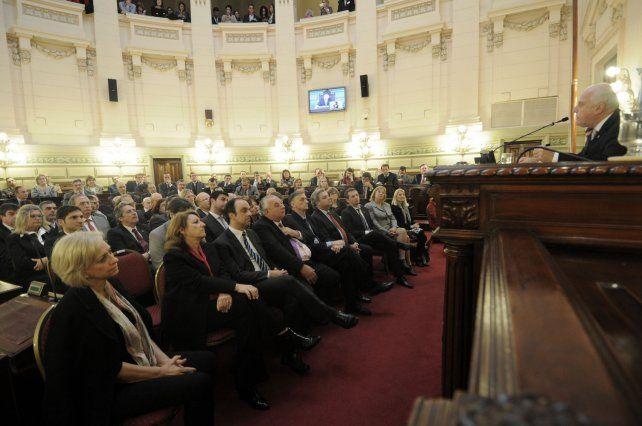 debate. Diputados y senadores tratarán esta semana de aprobar algunas de las siete leyes propuestas por el gobernador.