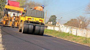 obras viales. Los trabajos apuntan a poner fin al barro en la vía pública.