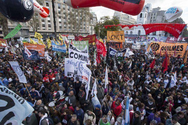 plaza de mayo. Miles de personas se movilizaron el viernes pasado.