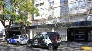 Afrenta. Esta vez uno de los balazos perforó el vidrio separador de los departamentos del primer piso del edificio donde vive Martínez, secretario de NOB.