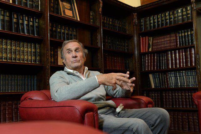 Reutemann asistió esta mañana a una reunión convocada por el gobernador Miguel Lisfchitz.