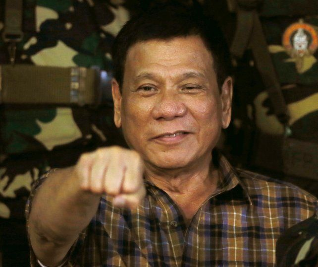 El gobierno de Estados Unidos está preocupado por presuntas violaciones de derechos en la guerra contra la droga que lidera el presidente Duterte.