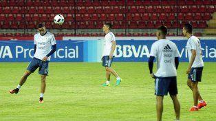 Liviano. Los jugadores de la selección cumplieron con el reconocimiento del campo en Mérida.