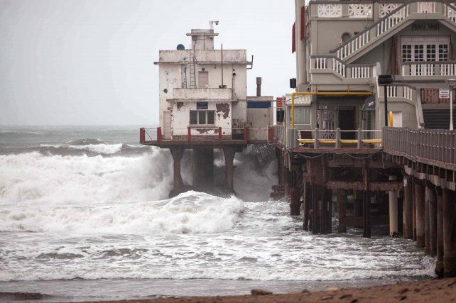 Un fuerte temporal en la costa atlántica obligó a suspender las clases en varias ciudades