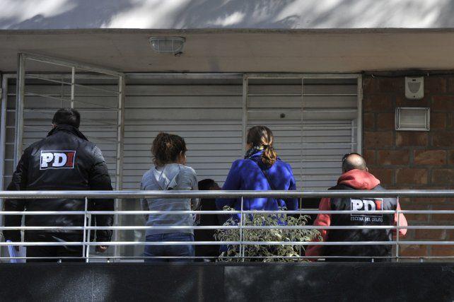 Rodríguez al 1600. Una de las balas alcanzó el primer piso del edificio donde vive el dirigente Claudio Tiki Martínez.