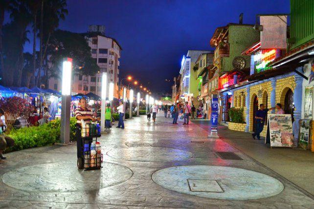 Mansa y tranquila. Una coqueta peatonal de Mérida luce con calma. Parece lejos de los problemas de otras grandes urbes.