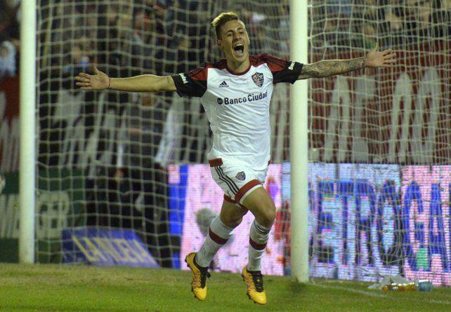 Ultimo festejo. Daniel Mancini celebra el gol del triunfo ante Atlético Tucumán (2-1)
